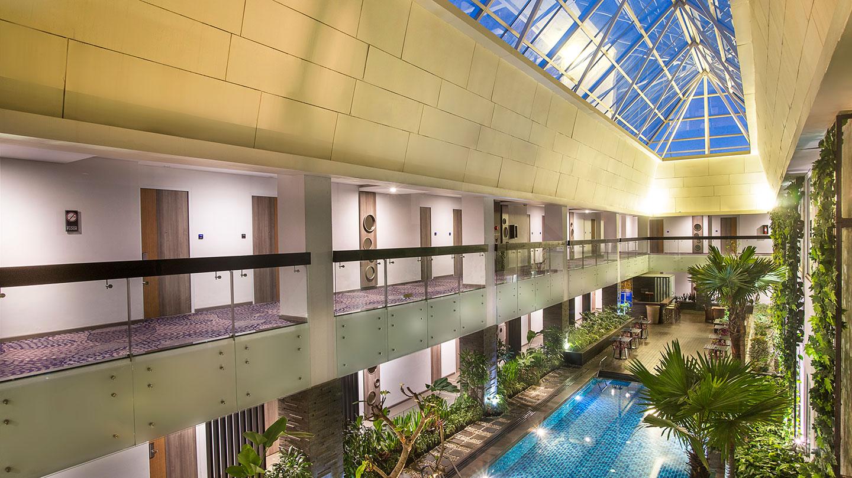 Indoor Swimming Pool Holiday Inn Bandung Pasteur
