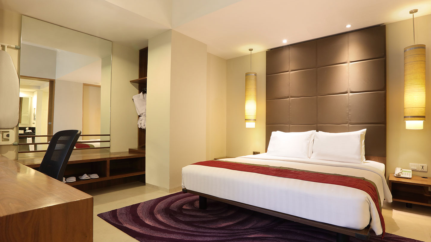 Junior Suite Room Holiday Inn Bandung Pasteur